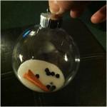 Φτιάξτε μόνοι σας χριστουγεννιάτικες μπάλες με… λιωμένους χιονάνθρωπους