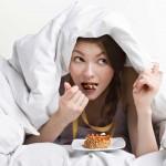 6 βραδινές συνήθειες που θα σας βοηθήσουν να καίτε το περιττό λίπος όλη μέρα!