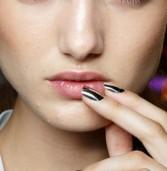 Μεταλλικές αντανακλάσεις στα νύχια μας