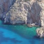 Ενα άγνωστο διαμάντι στο Αιγαίο -Σμαραγδένια νερά, κάθετοι βράχοι -Το νησί που… πρόσφατα απέκτησε μόλις δύο κατοίκους [εικόνες]