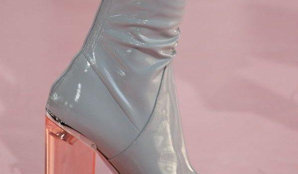 Πώς θα φορέσετε για πρώτη φορά κλειστά παπούτσια μετά το καλοκαίρι, χωρίς να πονέσουν τα πόδια σας;