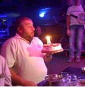 Πάρτυ γενεθλίων με χορό, τραγούδι, και γέλια!!!(Video)