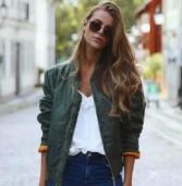 10 τρόποι για να κάνεις το κλασικό outfit, τζιν και t-shirt, να δείχνει πιο στιλάτο