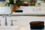 10 πράγματα που πρέπει να πετάξετε άμεσα από το μπάνιο σας