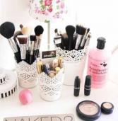 9 έξυπνοι και όμορφοι τρόποι για να αποθηκεύσετε τα προϊόντα ομορφιάς σας