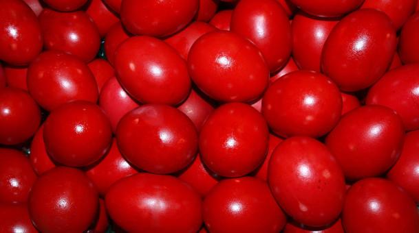 Έθιμο Μ.Πέμπτης &  μυστικά για επιτυχημένα βαμμένα κόκκινα αβγά.