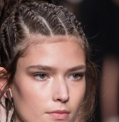 Boho braids: Το hairtrend που θα μας απασχολήσει την άνοιξη