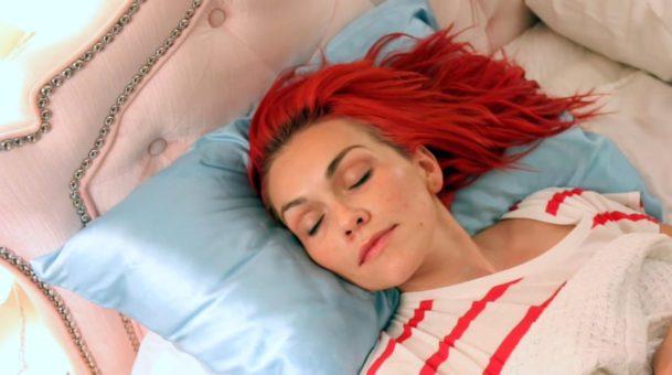 13 πράγματα που μπορείς να κάνεις για να ξυπνήσεις (ακόμη) πιο όμορφη.