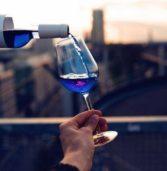Στην παραγωγή το πρώτο… μπλε κρασί!