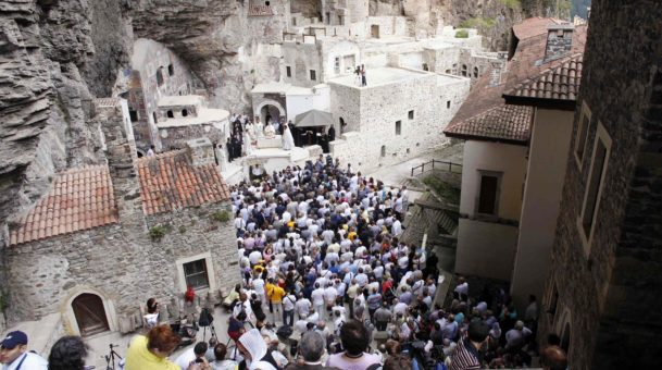 Έτσι γιορτάζεται ο Δεκαπενταύγουστος σε όλη την Ελλάδα.