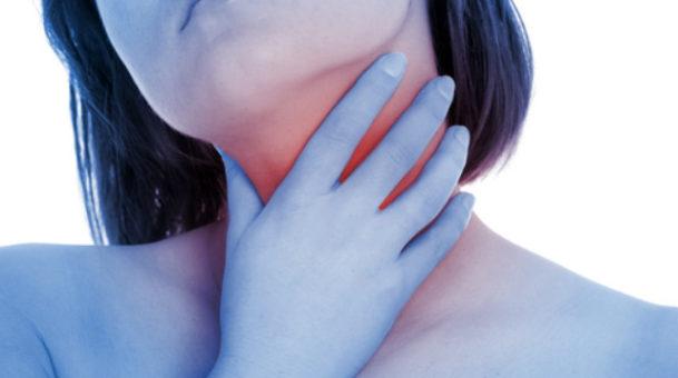 Πονόλαιμος: Απλοί  και αποτελεσματικοί τρόποι για να απαλύνετε τον πόνο.