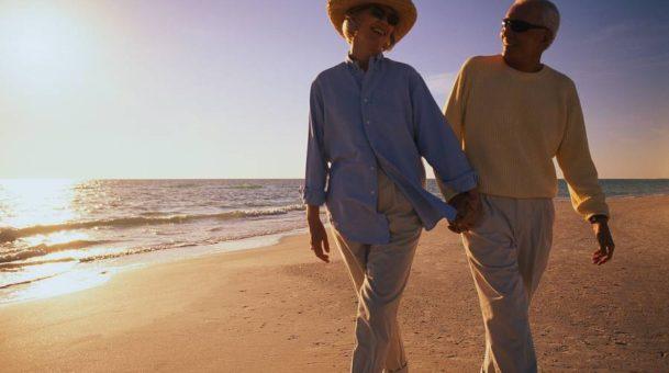Ποια είναι η ηλικία της ζωής μας που είμαστε πιο ευτυχισμένοι;