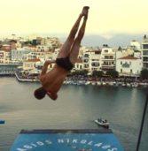 Ολοκληρώθηκε το φαντασμαγορικό show και οι αγώνες «Cliff Diving 2017» στην Λίμνη Αγίου Νικολάου Κρήτης. (VIDEOS)