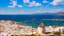 Politico: «Μύκονος, το νησί που δεν είναι… ελληνικό» – Χλιδή, πόρνες και ναρκωτικά.(Video)