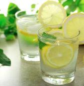 Βοηθάει τελικά  το νερό με το λεμόνι να αδυνατίσετε; Τι λένε οι έρευνες των επιστημόνων;