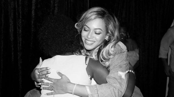 Στο πλευρό των πληγέντων του τυφώνα Χάρβεϊ η διάσημη τραγουδίστρια Beyonce!