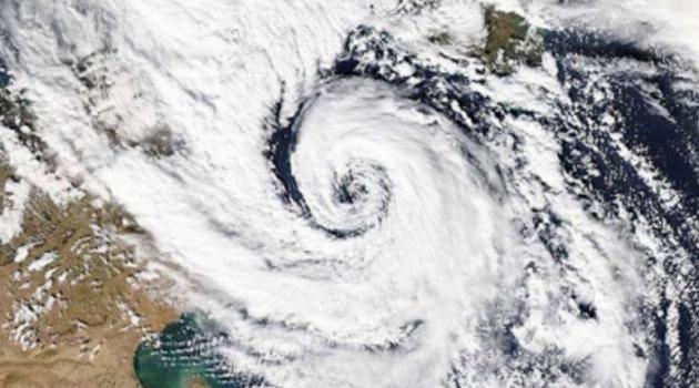Καιρός: Ο κυκλώνας «Ζήνων» χτυπά ήδη το Ιόνιο και κινείται νοτιοδυτικά. Νέο κύμα κακοκαιρίας από απόψε.(Video)