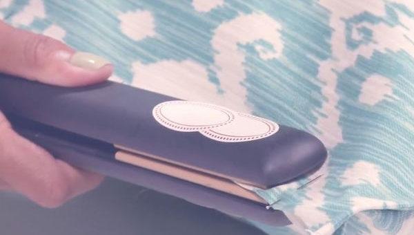 DIY: Έτσι μπορείτε να φτιάξτε μαξιλαροθήκες με την πρέσα των μαλλιών σας(video)!