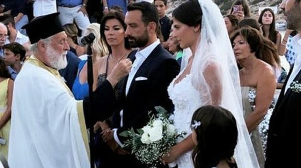 Γάμος Τανιμανίδη – Μπόμπα: Οι πρώτες εικόνες – Τι χόρεψε γαμπρός ενώ περίμενε τη νύφη ,ευχές από Γιώργο Αγγελόπουλο.(Video)