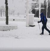 Έστειλε κωδικό 6 και βγήκε για σκι στην πλατεία της περιοχής του . (Video)